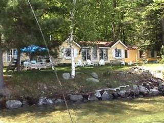 Lake Winnipesaukee Cozy Romantic Cottage on Bear Island, Meredith