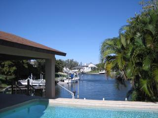 Waterfront Dream- 4 bedroom, epic pool and views, Bradenton