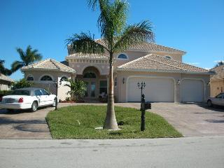 5 Bed/5bath Estate on Canal to Gulf, Pool 4500sqft, Cape Coral
