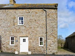 STABLE COTTAGE, characterful with beams, garden with countryside views, ideal for couples or families in Boldron, Ref: 13592, County Durham