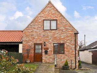 BULLRING COTTAGE, barn conversion, with two bedrooms, corner bath, and walks from the door, in Stokesley, Ref 13900