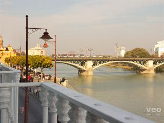 Betis No. 1 | 3-bedrooms, river views, parking - Seville vacation rentals