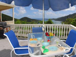 La Bella Villa: Perfect views, breezes and charm!, Coral Bay