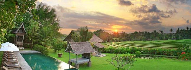 Villa Artis Sunset panorama view on the surrounding ricefields