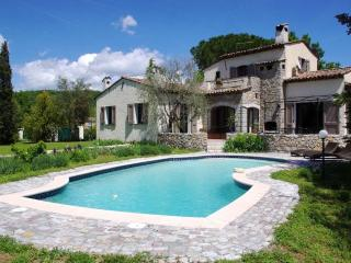 Casa dei Papaveri, Spacious 3 Bedroom Villa with a Garden and Terrace, Saint-Cezaire-sur-Siagne