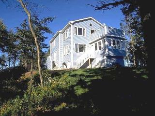Amazing Nova Scotia Beach Cottage Sleeps 10, Parrsboro