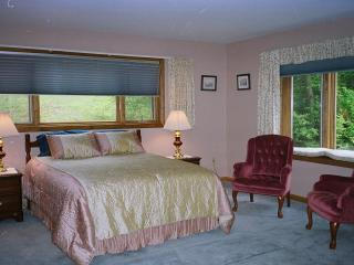 Great location, walk to town, seconds to park, Bar Harbor