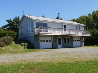 Dallas Ridge - cozy home close to skiing or lake, Rangeley