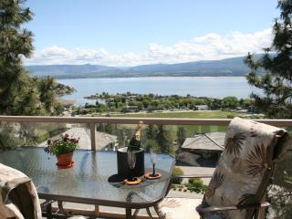 A Lakeview Heights B&B: winery tour route luxury!, Kelowna