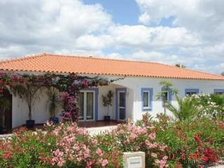 3 beds 2 baths sleeps 6 heated pool Air con & Wifi, Silves