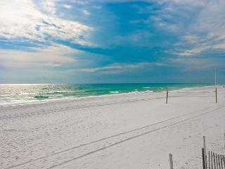 2ND FLOOR BEACHFRONT CONDO FOR 6! TAKE 10% OFF MARCH STAYS!  CALL NOW!, Fort Walton Beach