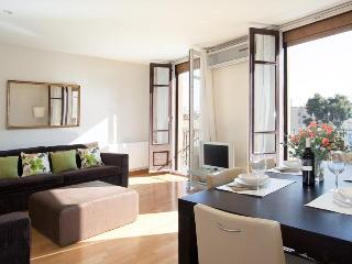 Luxurious and Romantic Copèrnic Apartment - Barcelona vacation rentals