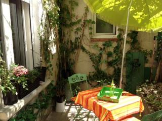 Cozy apartment with terrace in Avignon Intra-Muros, Aviñón