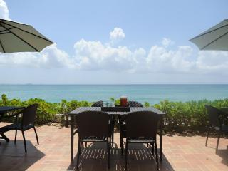 Luxury Beachfront Home on 7 Mile Beach with Pool, Seven Mile Beach