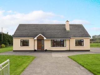 MILLTOWN COTTAGE with two open fires, ground floor accommodation near to Milltown, County Kerry Ref 14370