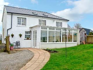 COTTAGE 1, Single-storey, pet friendly cottage with a garden in Carmarthen, Ref 14831