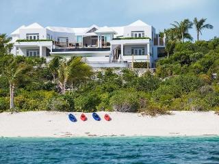 Luxury 7 bedroom Turks and Caicos villa. Gorgeous beachfront property!, Providenciales