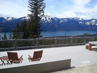 Looking for panoramic views and privacy? Huge Hot Tub! *Summer SPECIALS* - Ronald vacation rentals