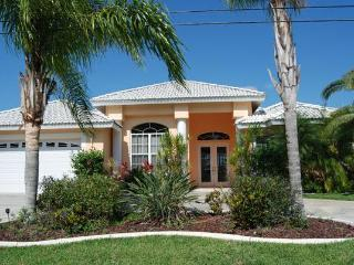 House Sunflower with heated pool, Cape Coral