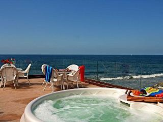 10br oceanfront home, rooftop decks, private spas, sleeps 26!, Oceanside