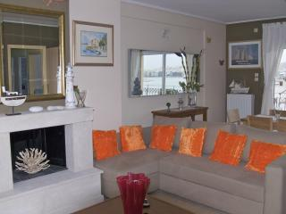 A Luxury Apartment with Sea View, Atenas