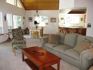 'Peak Retreat' a Blue Lake Springs home in the treetops awaiting your arrival, Arnold