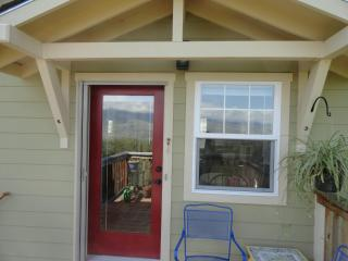 Affordable, Private Retreat for 2 with Great Views, Ashland