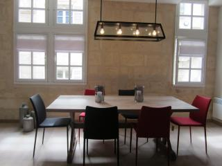 Very Nice and modern apartment in Bordeaux center