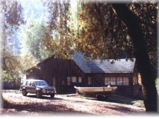 Rustic Cabin with River and Redwoods view, Redway