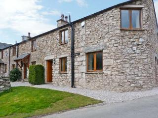 CARR BANK COTTAGE, spacious holiday cottage, quality, en-suites, woodburning stove, in Carr Bank near Arnside, Ref 11429