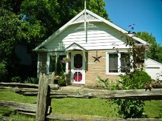 A Doll House Cottage in Old Town, Niagara-on-the-Lake