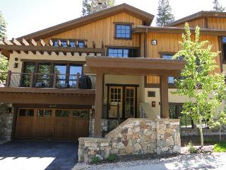 Lookout 22 w/ Hot Tub 5 mins to Silverlake Village - Park City vacation rentals