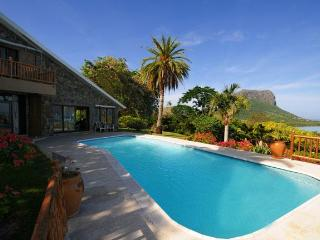 Villa Manini with unique view to le Morne Mountain, Le Morne