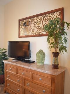 Flatscreen TV and DVD player in Second bedroom