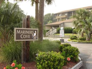 Wonderful 2 Bedroom Condo in Ideal Beach Location for Family Vacation, Myrtle Beach