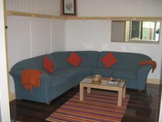 4 bedroom close to shops & 4 km to Brisbane city