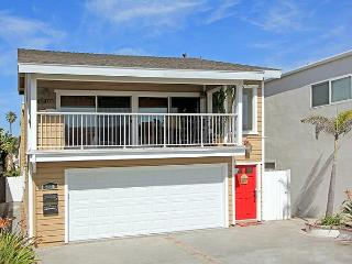 Beautiful 3 Bedroom Upper Condo! Just 3 Houses from Sand! (68299) - Newport Beach vacation rentals