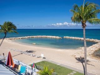 Sunset Cove 3 BR Oceanfront on Seven Mile Beach!, Playa de Siete Millas
