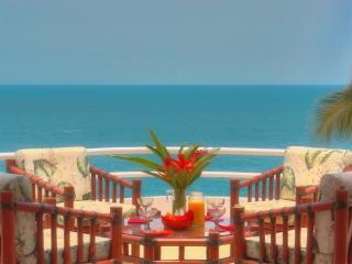 CASA REBECA - 2 Bedroom Oceanfront Penthouse Condo, Puerto Escondido
