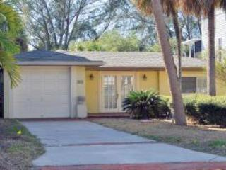 Bring your boat and kayak-Palm Island 2BR on canal, Siesta Key