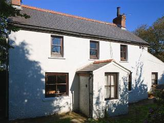 18th C cottage quietly situated close to Solva., St Davids