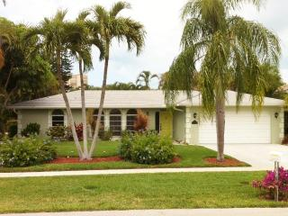 Marco Island-6 Min Walk to Beach-3 Bdr, 2.5 Bath!