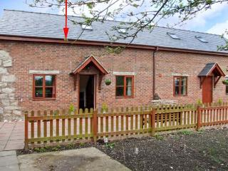 TY COED, exposed beams, shared garden, close to good walking in Four Crosses, Ref 16430 - Welshpool vacation rentals