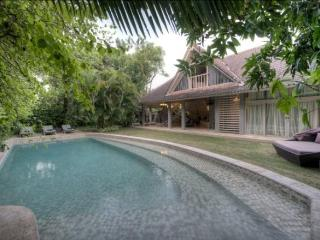Villa AZZALEA. 3 bedrooms in Jimbaran - Nusa Dua Peninsula vacation rentals