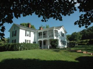 Elegant Jefferson-era Farmhouse - Charlottesville