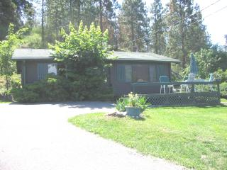 Okanagan Lake Log Cottage, Lake Country