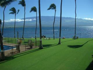 Beautiful Luxury Oceanfront 2 BD Condo Maalaea, Wailuku