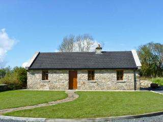 CREGAN COTTAGE, character, single storey cottage with solid-fuel stove and attractive gardens, in Drumagh, Ref 15209, Swinford