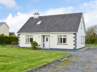CAHER HOUSE pet friendly, detached bungalow in Ballinrobe Ref 15013, Cong