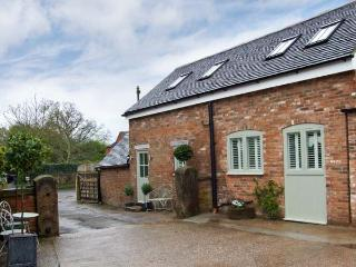 THE OLD SMITHY, romantic retreat with open plan living, patio, quality accommodation in Hollington Ref 16163